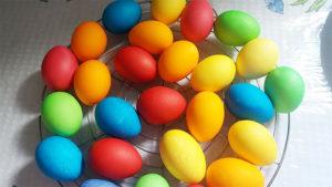 Яйца на Пасху: как красить пищевыми добавками